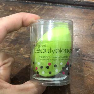 BeautBlender-pastel? Green